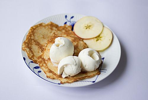 Æblepandekager med is