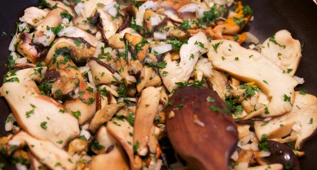 Pasta-svampe-cooking