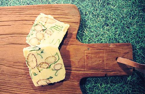 Kryddersmør med parmesan, mandler & basilikum