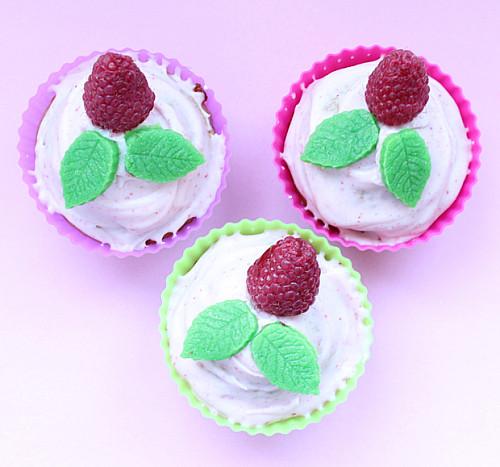 Hindbær cupcakes med hvid chokolade