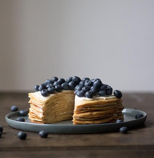 Pandekagelagkage med citroncreme og blåbær
