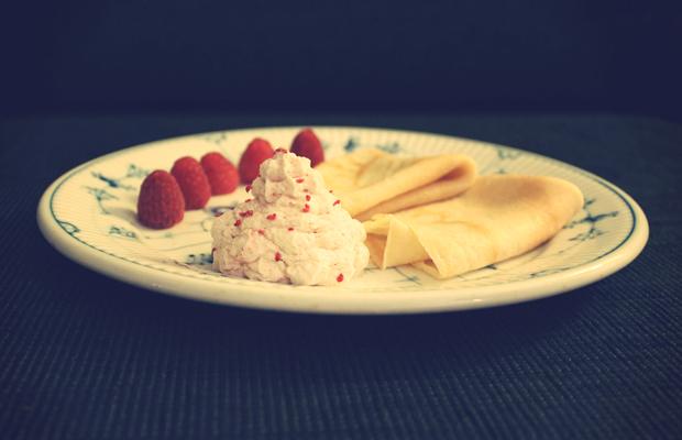 Pandekager med hindbærskum